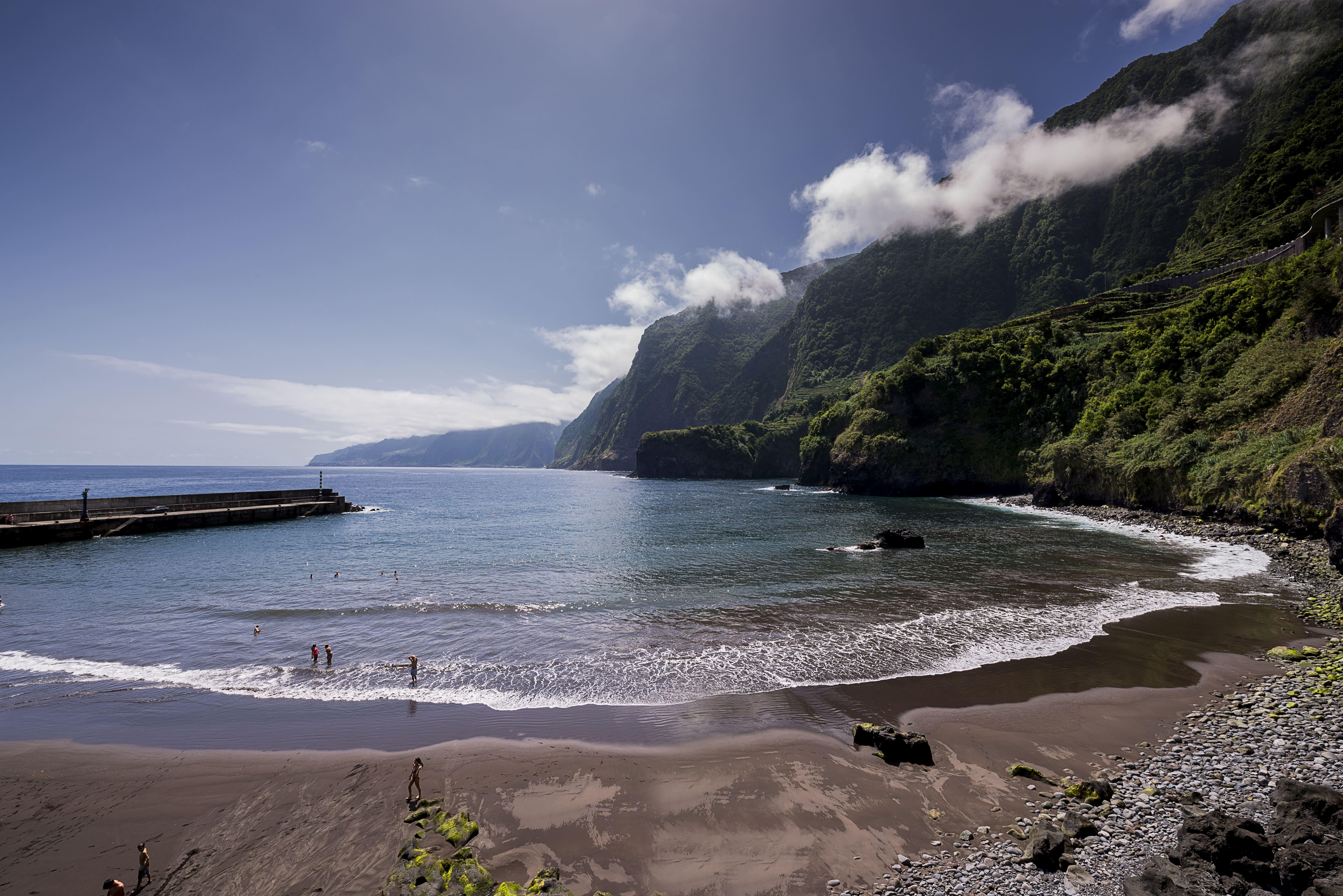 Карон пляж наводнение фото машина